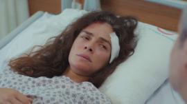 Bahar despierta tras su accidente en el comienzo de la tercera temporada de 'Mujer'.