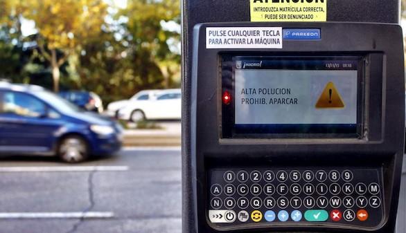 Madrid pone 8.000 multas de aparcamiento los días de contaminación