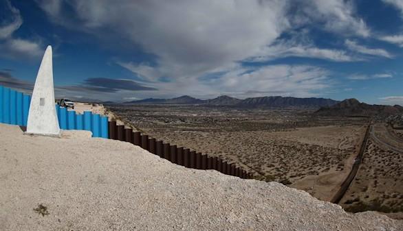 Trump firma la orden ejecutiva para empezar a construir el muro con México