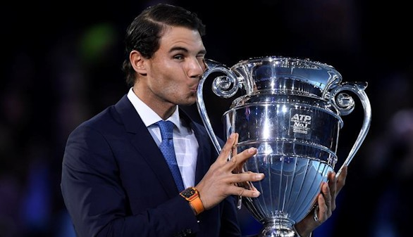 Nadal ya luce el trofeo que le acredita como número uno del tenis