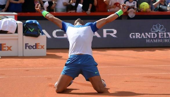 Nadal vuelve a sentirse campeón levantando el trofeo en Hamburgo