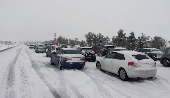 La DGT culpa a la concesionaria del caos provocado por la nieve en la AP6