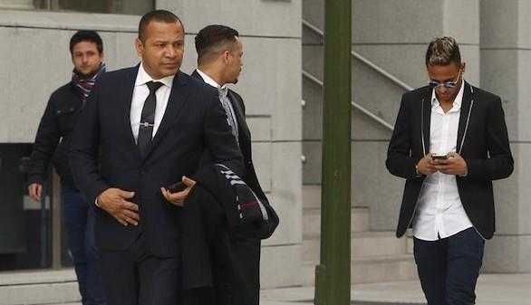 Neymar declara que él firmaba lo que le decía su padre