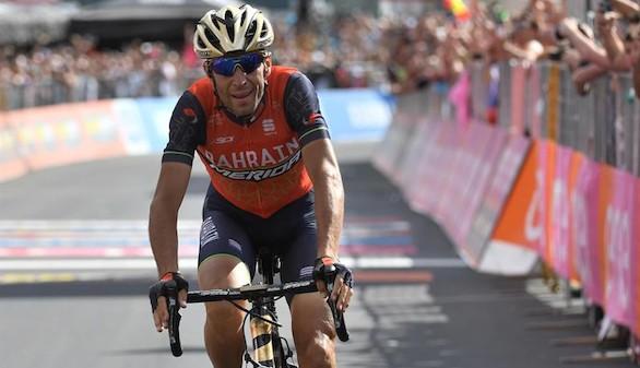 Giro de Italia. Nibali gana al esprint la etapa reina, pero Dumoulin se mantiene de rosa