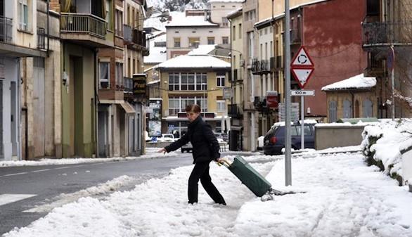 Remiten las nevadas, pero todavía siguen nueve comunidades en alerta