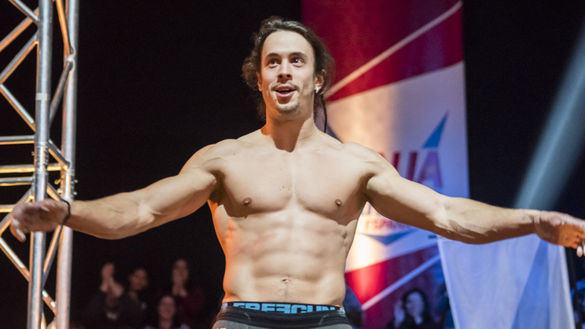 Sábado. La final de Ninja Warrior saca músculo en su pulso contra Sábado Deluxe