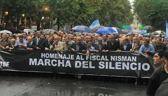 Dos meses después de la muerte del fiscal Nisman, los enigmas permanecen