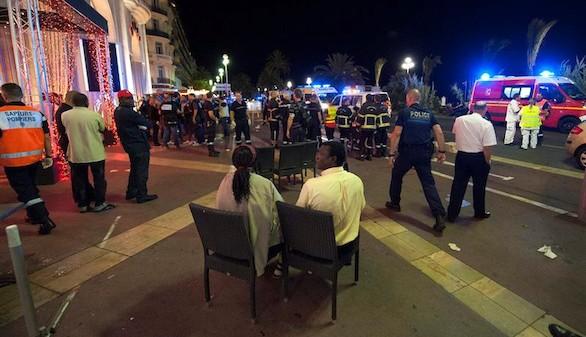 Hollande rectifica y prolongará el estado de emergencia en Francia