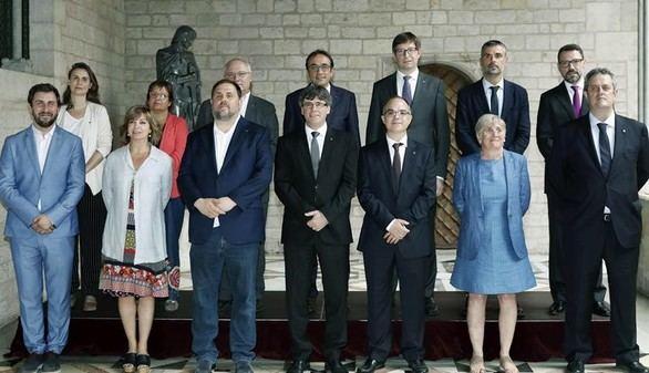 Puigdemont purga su gobierno en busca de fidelidad al referéndum
