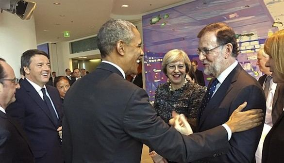 Obama abraza a Rajoy con un