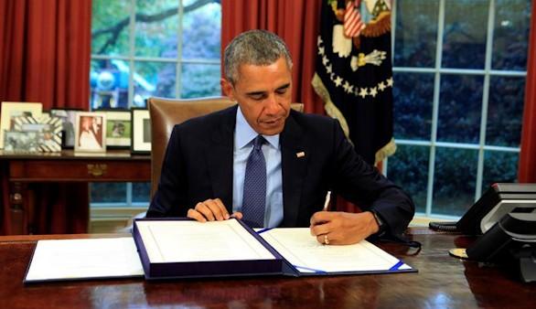 Obama firma la ley presupuestaria que descarta la suspensión de pagos en EEUU