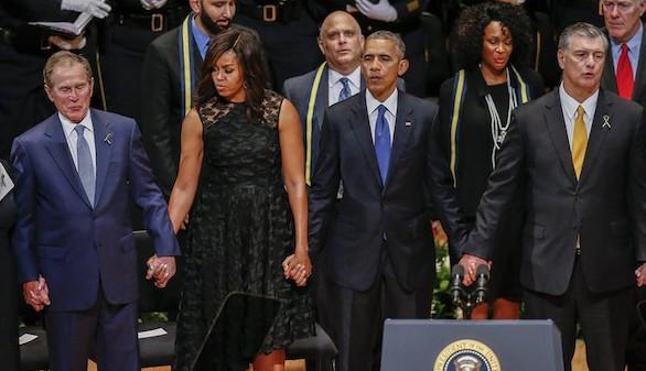 Obama resta intensidad al conflicto racial en el funeral de los policías asesinados