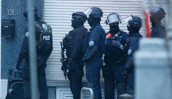 Dos detenidos y dos fugitivos en una operación antiterrorista en Bruselas