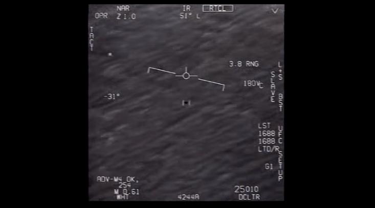 El Pentágono desclasifica vídeos de tres avistamientos de ovnis