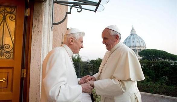 Francisco celebra los 65 años de sacerdocio de Benedicto,