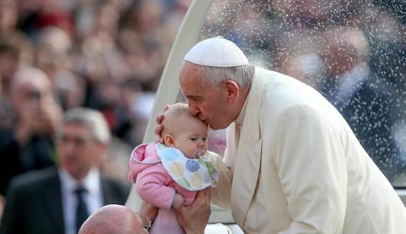 El Papa pide abrir la Iglesia