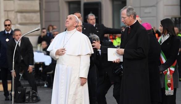 Crónica religiosa. Un pobre en la Plaza de España, por Rafael Ortega