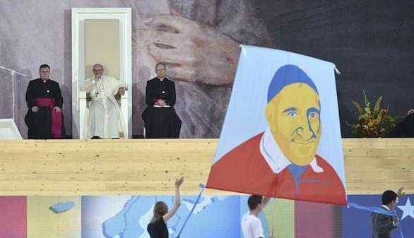 El Papa pide a los jóvenes un
