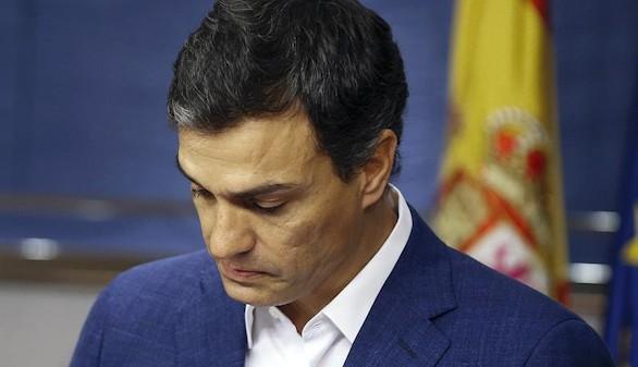 Pedro Sánchez renuncia a su acta de diputado entre lágrimas