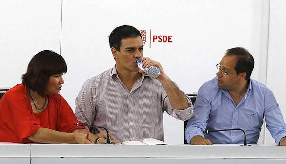 Sánchez se reúne con los barones para fijar la postura del Comité