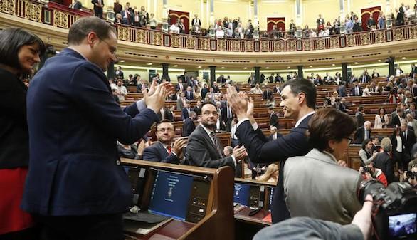 Sánchez se aferra a su escaño y dice que seguirá como diputado