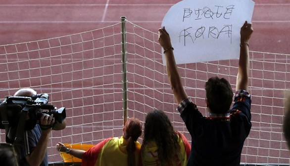 Insultos y pancartas contra Piqué durante el entrenamiento de España