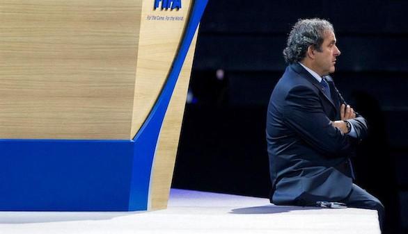 Platini retira su candidatura a presidir la FIFA