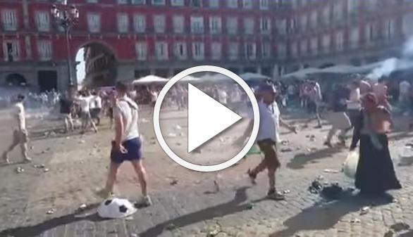 Los hooligans del Leicester provocan destrozos en la Plaza Mayor de Madrid