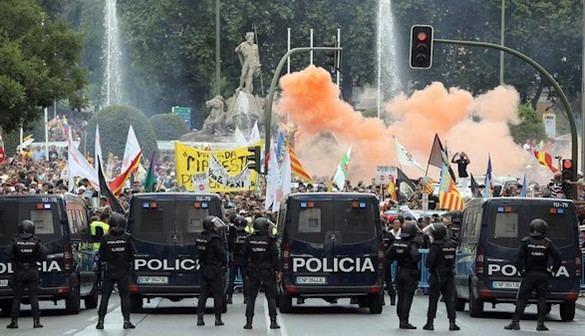 Los taxistas colapsan Madrid en protesta contra Uber y Cabify