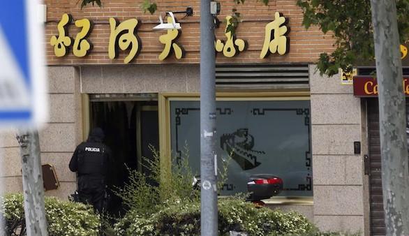 Un inspector se suicida tras atrincherarse en un restaurante chino