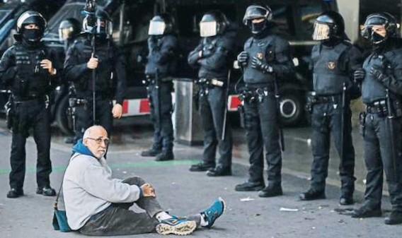 Sánchez, Iglesias y el pacto con un ojo en Cataluña