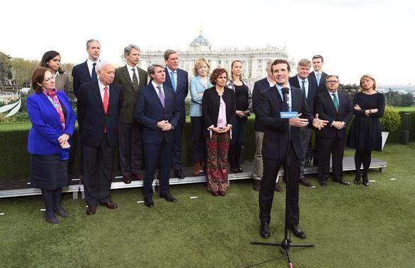 Casado compensa a Montserrat como cabeza de lista del PP a las elecciones europeas