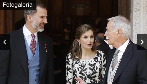 Eduardo Mendoza recoge el Premio Cervantes de manos de Felipe VI