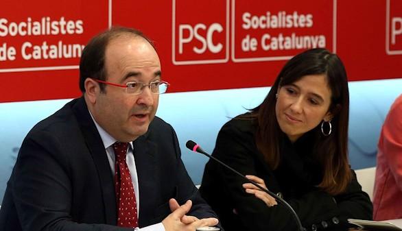 El PSC coquetea con Colau y Podemos
