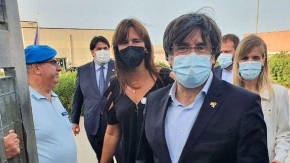 El expresident Carles Puigdemont en el momento de salir de la prisión de seguridad de Assari, en Cerdeña (Italia)