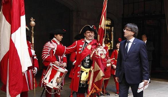 Puigdemont se compromete a culminar el proceso independentista en 2017