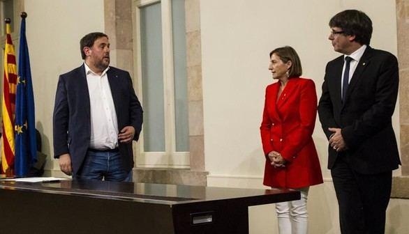 Oriol Junqueras, Carme Forcadell y Carles Puigdemont, este martes en el Parlamento catalán