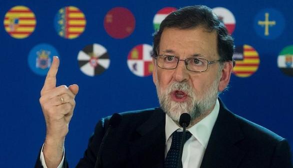 Rajoy pide el voto para volver a la normalidad y que la gente