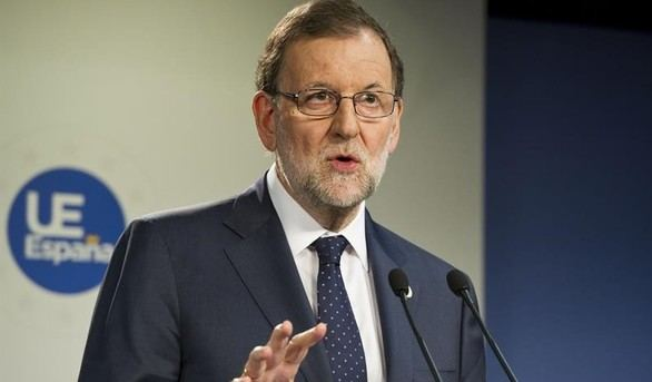 Rajoy invita a Sánchez a mantener una reunión