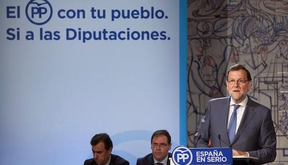 Rajoy acusa a PSOE y C's de sumarse a los nacionalistas para eliminar las diputaciones