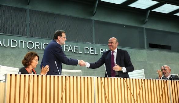 Rajoy arropa a De Guindos y omite hablar de Barberá