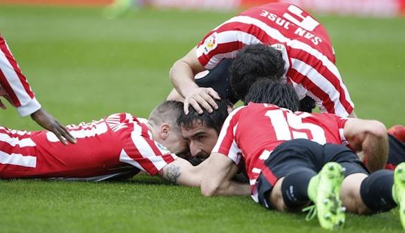 El mejor Athletic resurge para llevarse el derbi vasco |0-2