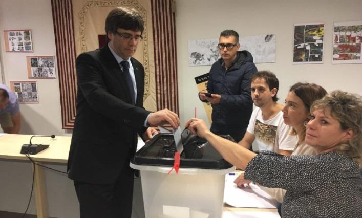 Ni Puigdemont ni Junqueras ni Forcadell votan en sus colegios