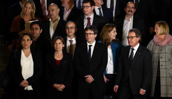 Puigdemont y Colau ya hacen campaña por el referéndum