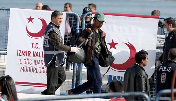 Turquía recibe a los primeros refugiados expulsados de la UE
