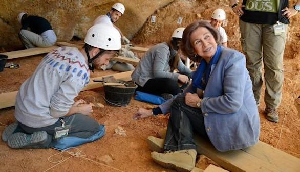 La Reina Sofía excava en Atapuerca