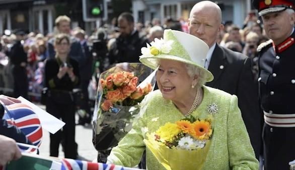 La reina Isabel II inaugura, en plena forma, los fastos por su 90 cumpleaños