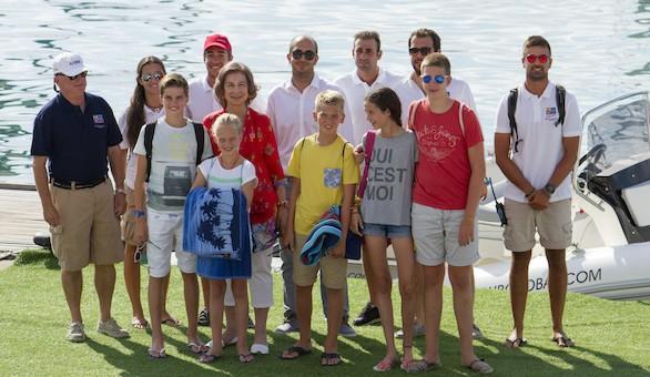 Día de vela en familia: la Reina Sofía reúne a cinco de sus nietos