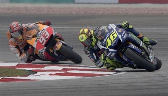 La telemetría de Honda demuestra que Rossi pateó la moto de Márquez