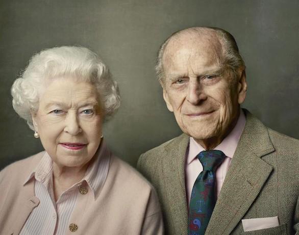 Isabel II felicita el cumpleaños al duque de Edimburgo con un retrato de Annie Leibovitz